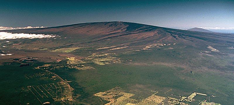 https://en.wikipedia.org/wiki/Mauna_Loa#/media/File:Mauna_Loa_Volcanojpg